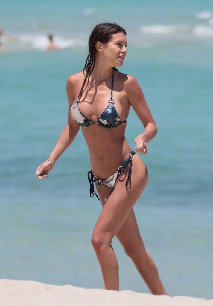 Silvia Caruso Sexy (22 Photos)