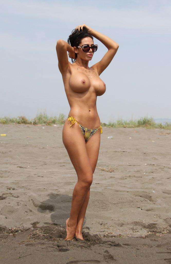 Soraja Vucelic Topless (30 Photos)
