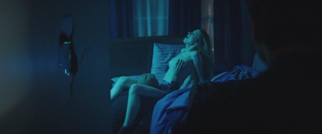 Zoe Kravitz, Zoey Deutch, etc Nude – Vincent N Roxxy (2016) 1080p