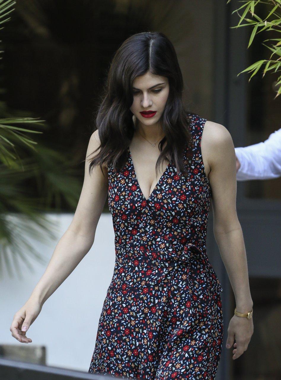 alexandra daddario sexy hot