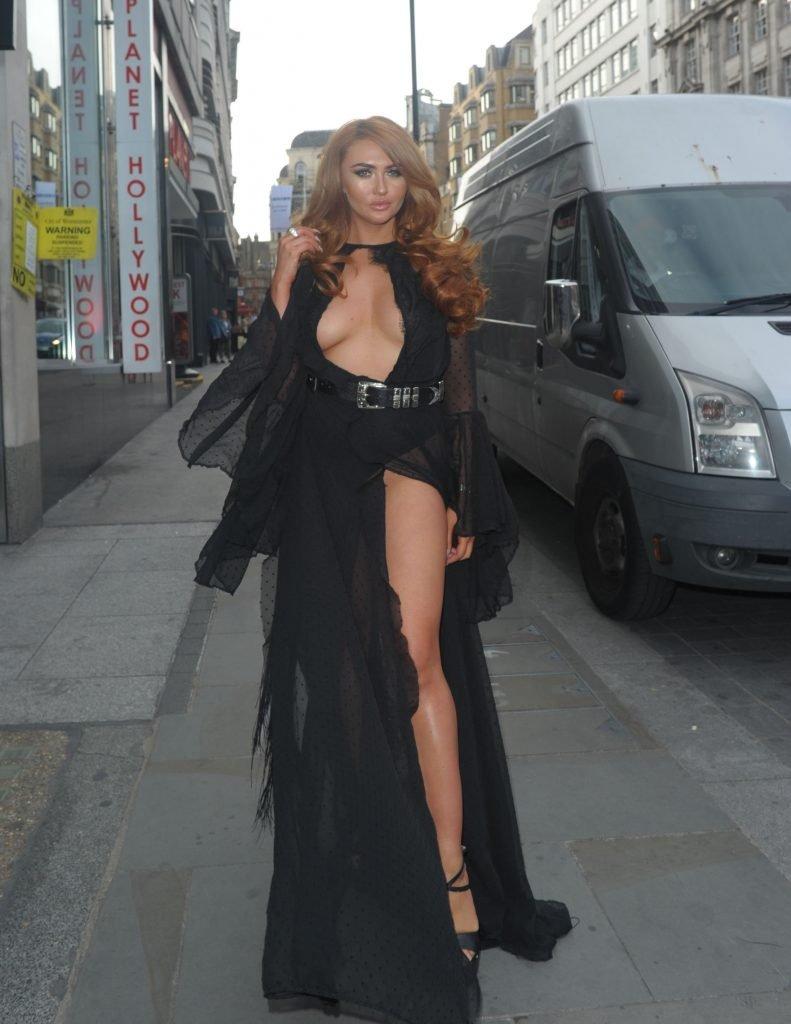 Charlotte Dawson Braless (18 Photos + Video)