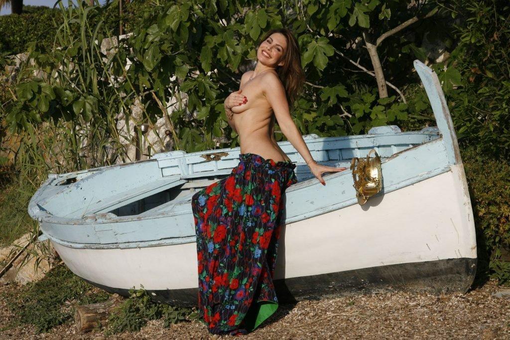 Dany Michalski Sexy & Topless (40 Photos)