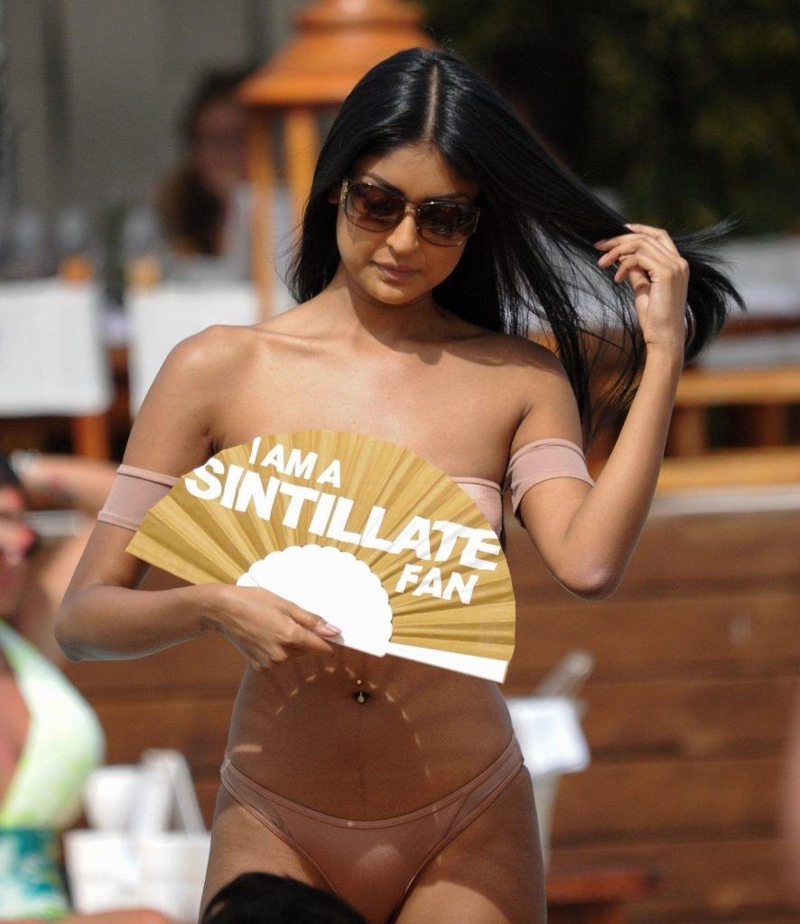 Farah Sattaur Sexy (46 Photos)