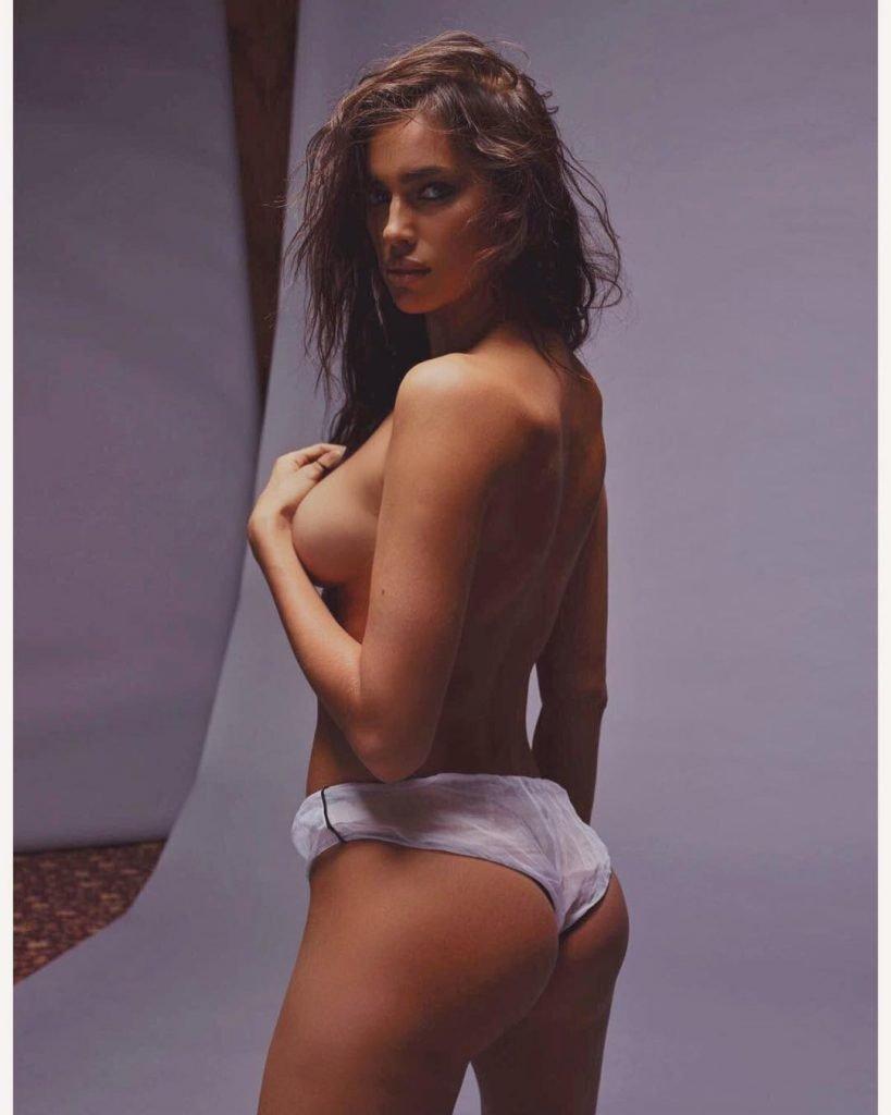 Irina Shayk Topless (1 Photo)
