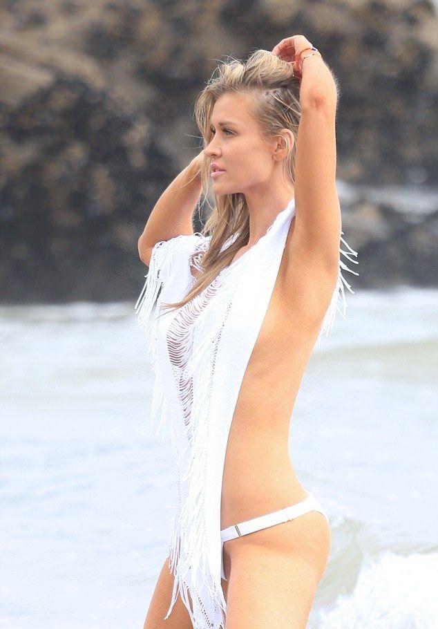 celebrities showing nipples