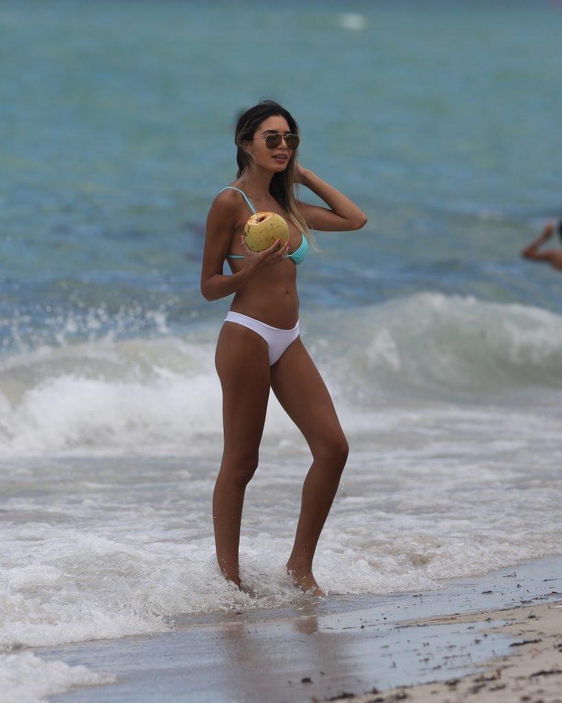 Jasmine Tosh Sexy (20 Photos)