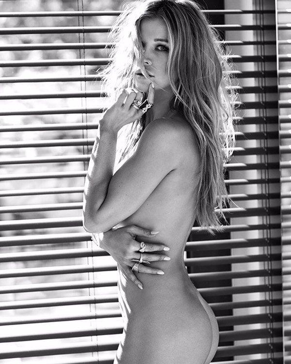 Joanna Krupa Nude (2 Photos)