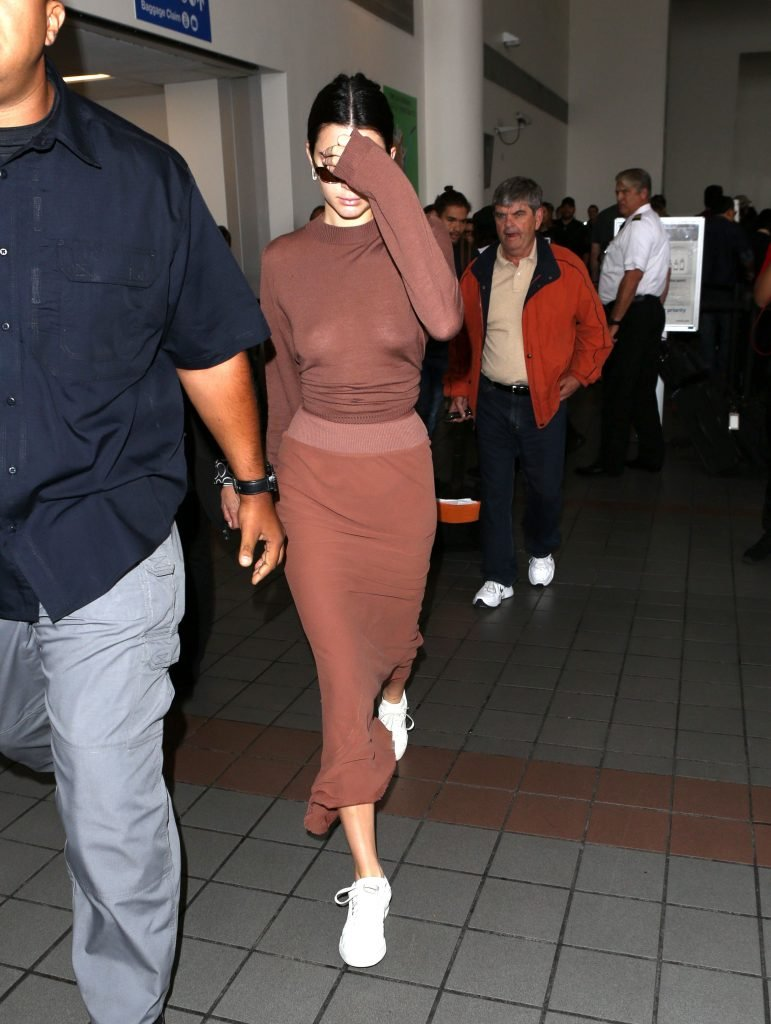 Kendall Jenner Braless (11 New Photos + Video)