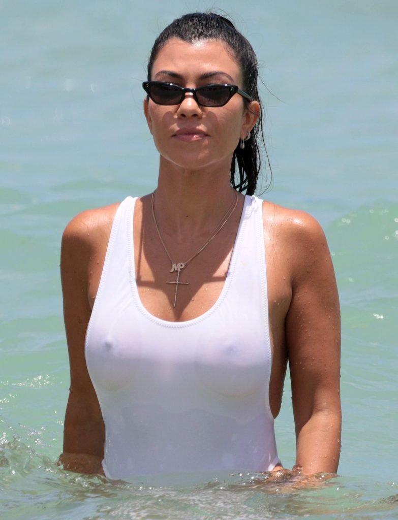 Kourtney Kardashian Sexy (123 New Photos)
