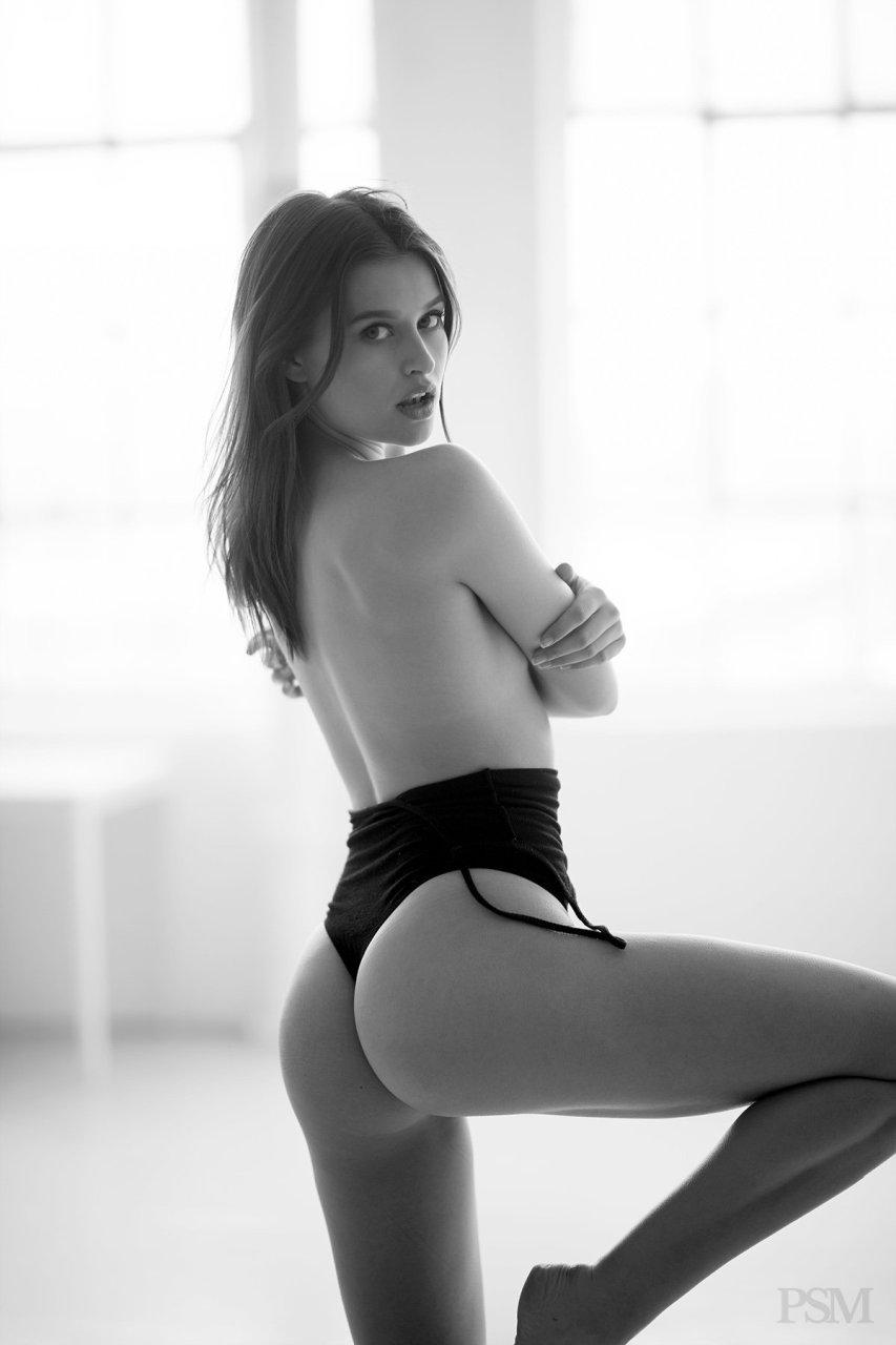 naked lexi