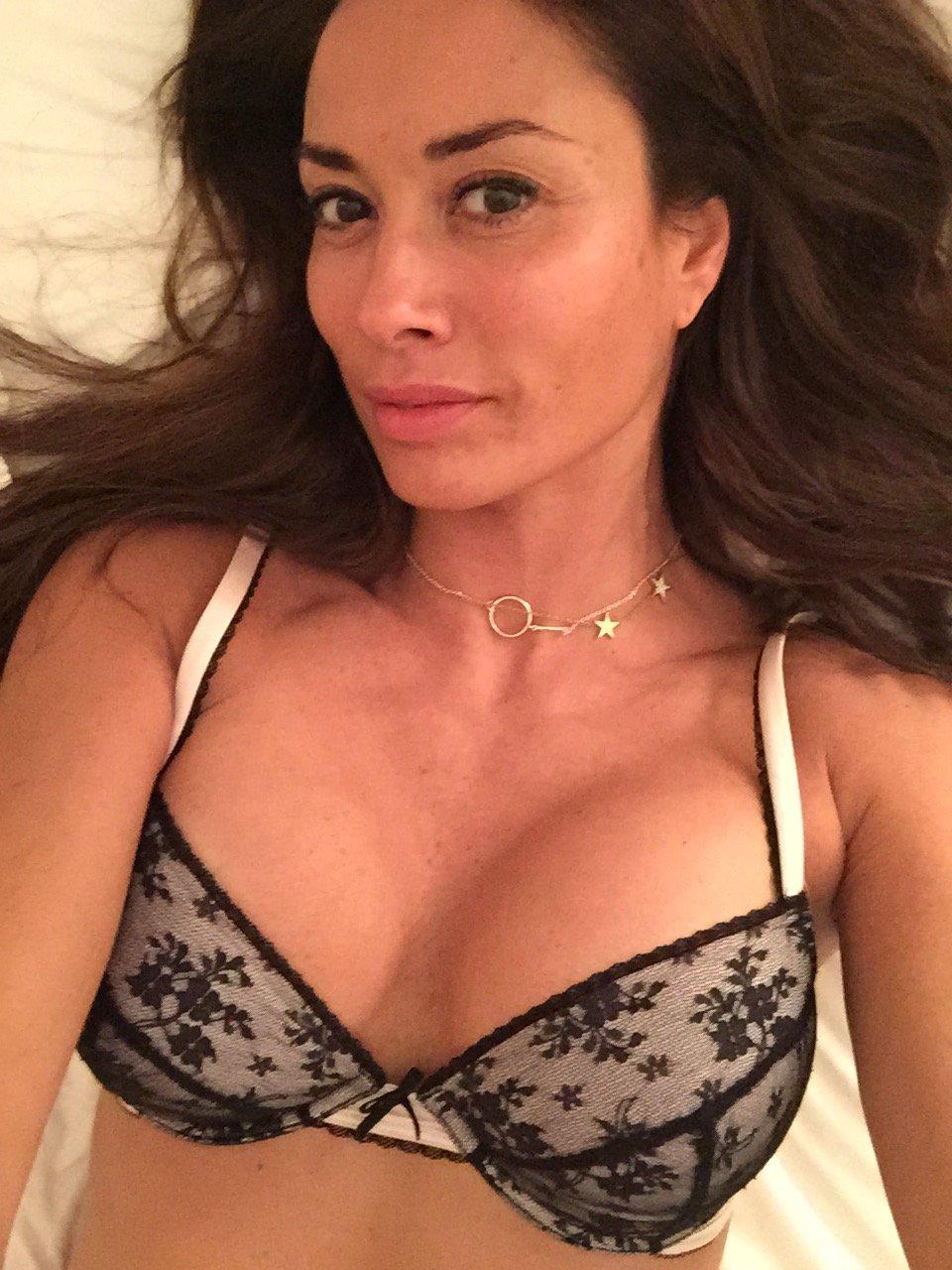 Melanie sykes topless