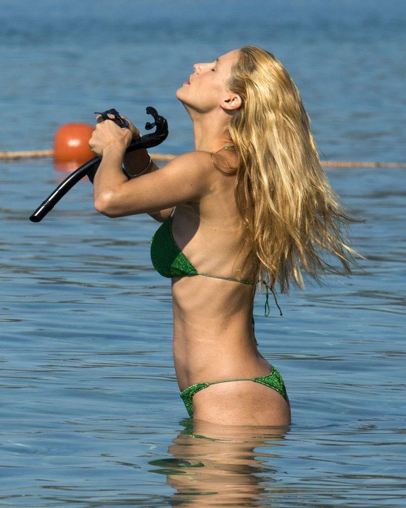Michelle Hunziker Sexy (17 Photos)