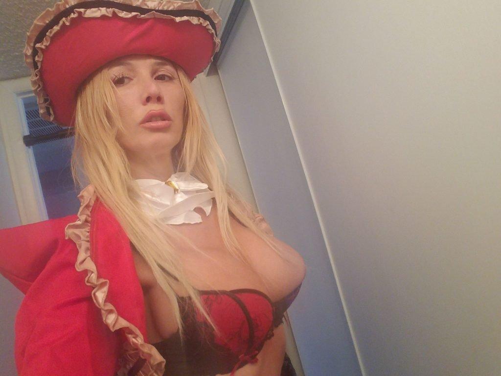 Nadeea Volianova Nude & Sexy (17 Photos)