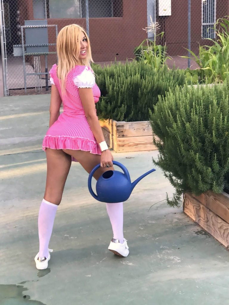 Nadeea Volianova Pantyless (19 Photos)