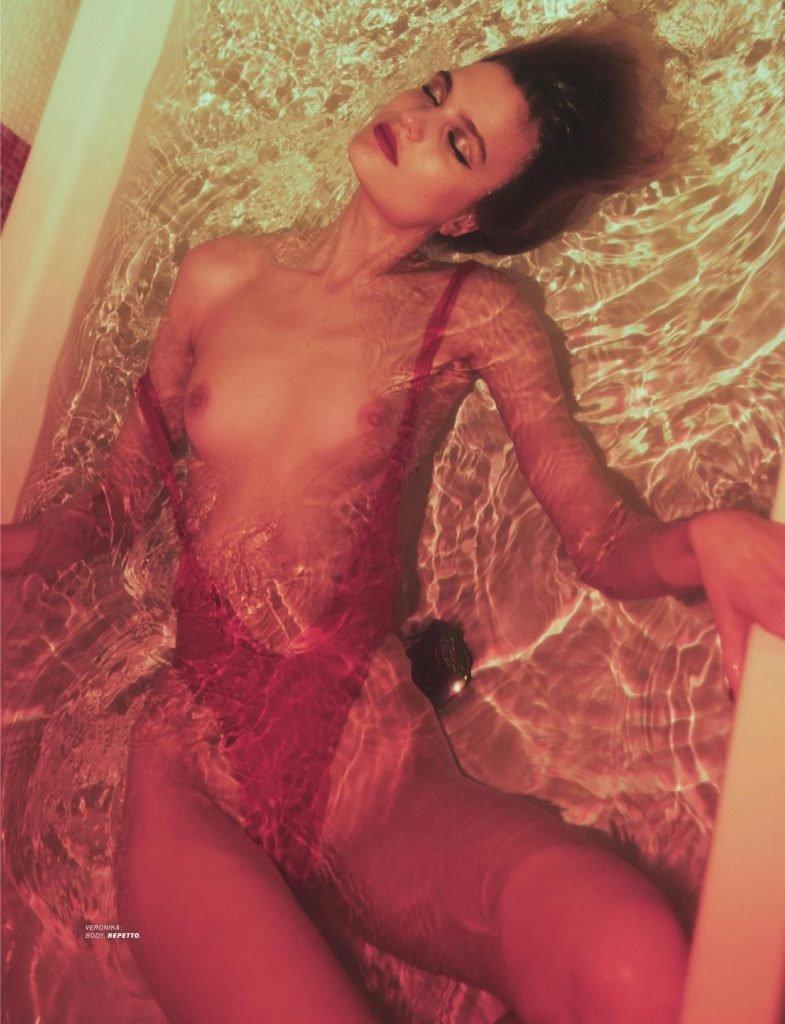 Veronika Vilim Topless (9 Photos)