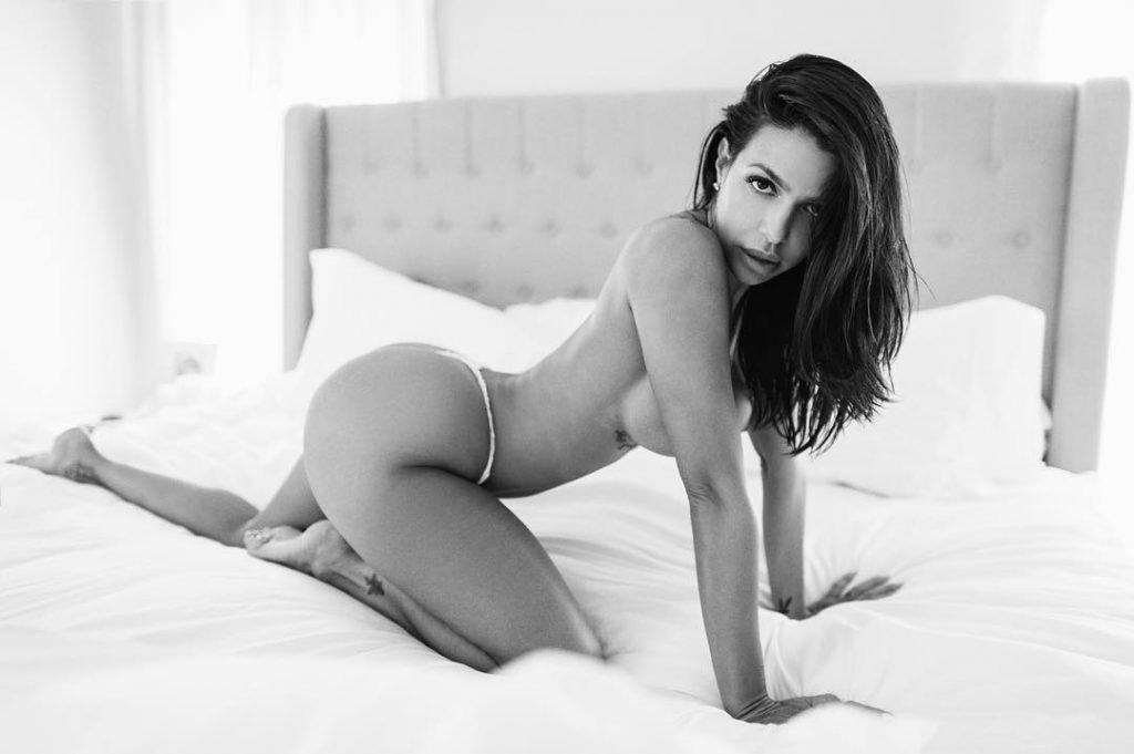 Vida Guerra Topless & Sexy (6 Photos + GIF)