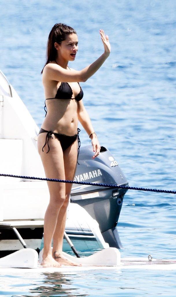Adriana Lima Sexy (50 Photos)