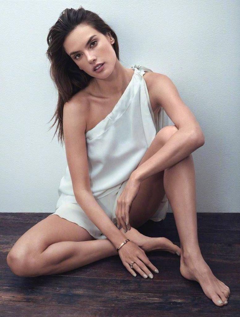 Alessandra Ambrosio Sexy (8 Photos)