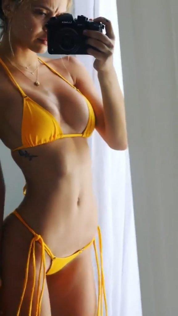 Alexis Ren Nude & Sexy (5 Photos + Gif)