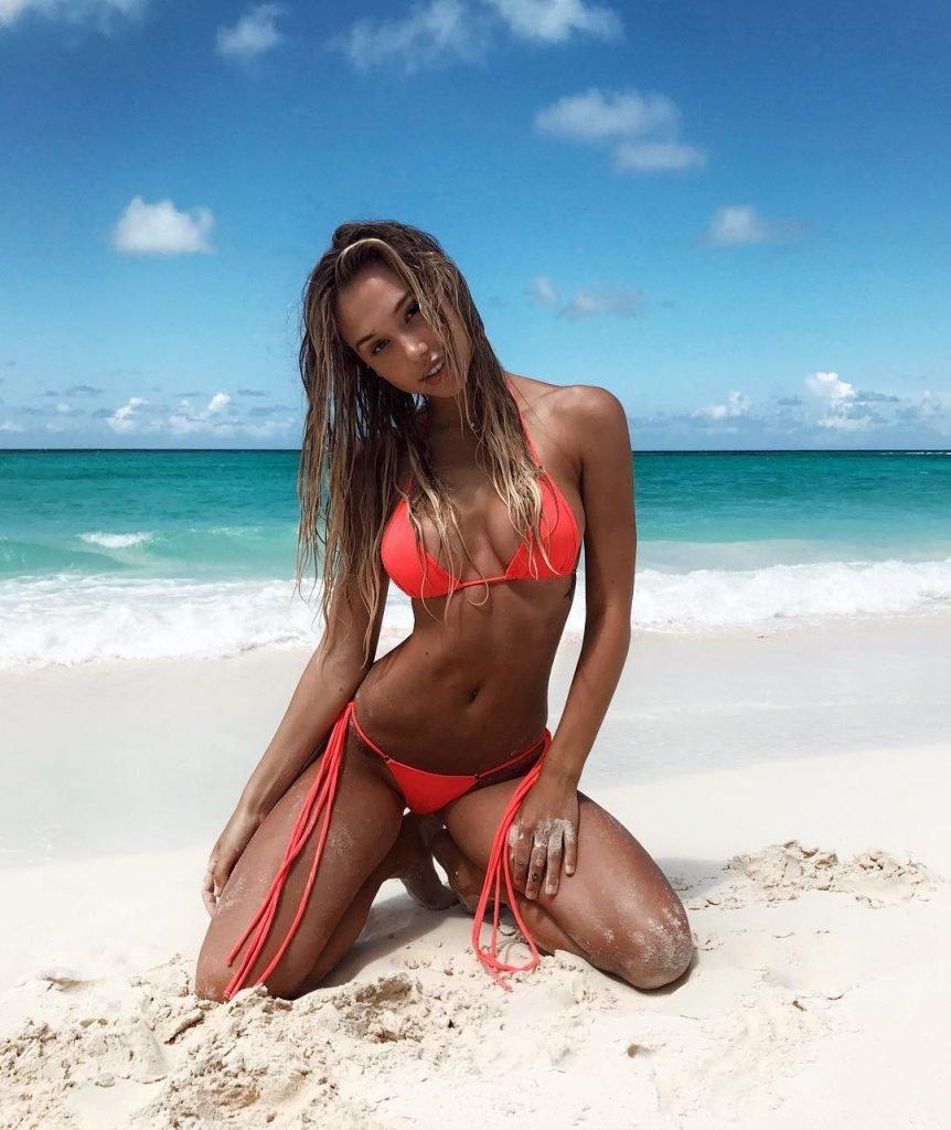 Alexis Ren Sexy (9 Photos + GIF)