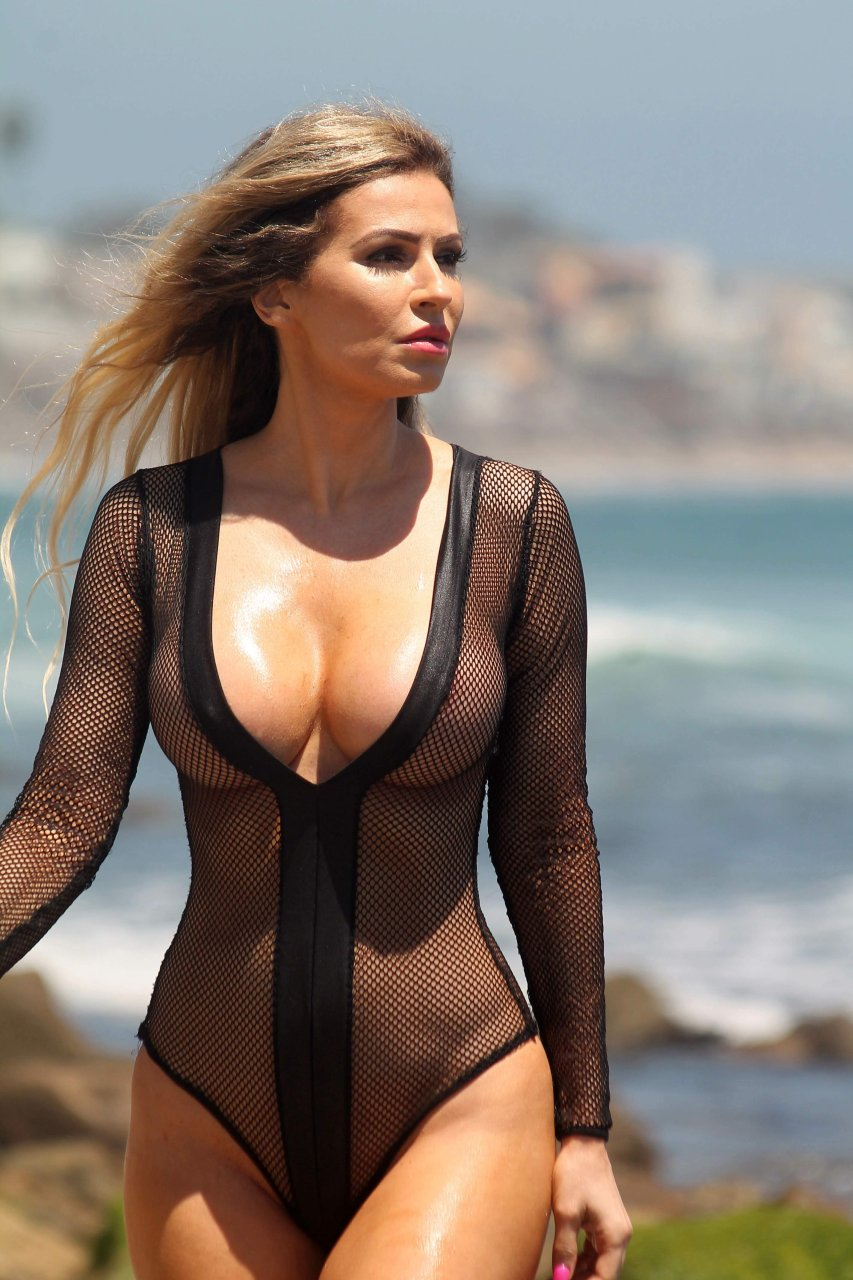 Ana Braga Topless Nude Photos 26