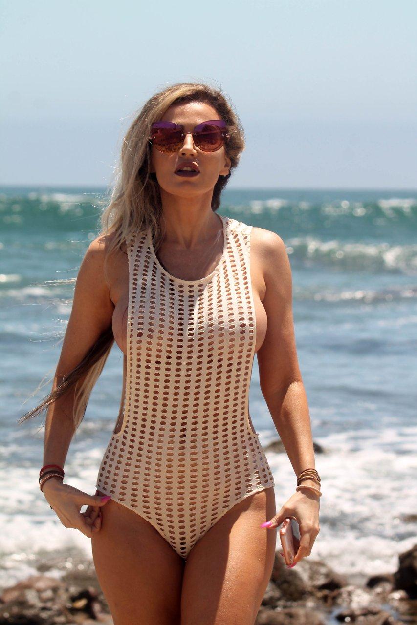 Ana Braga Topless Nude Photos 38
