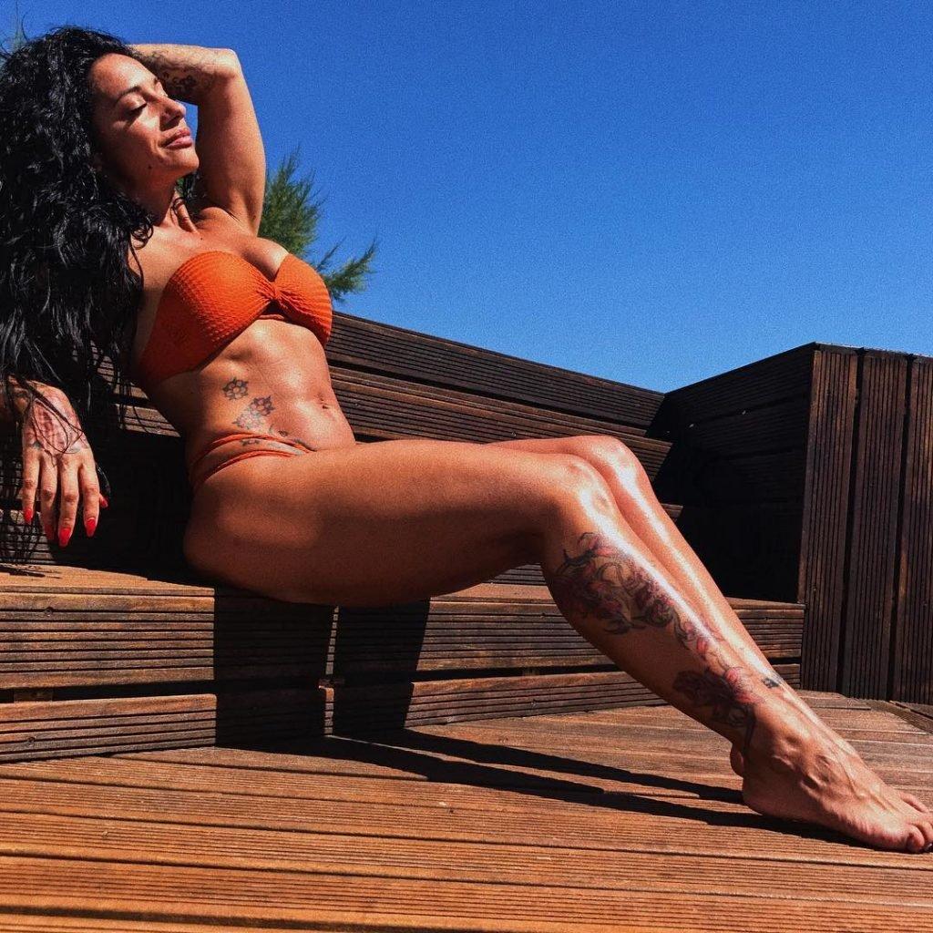 Ana Malhoa Sexy (10 Photos)
