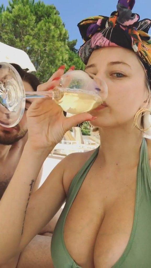 Caroline Vreeland Sexy (15 Photos + Video)