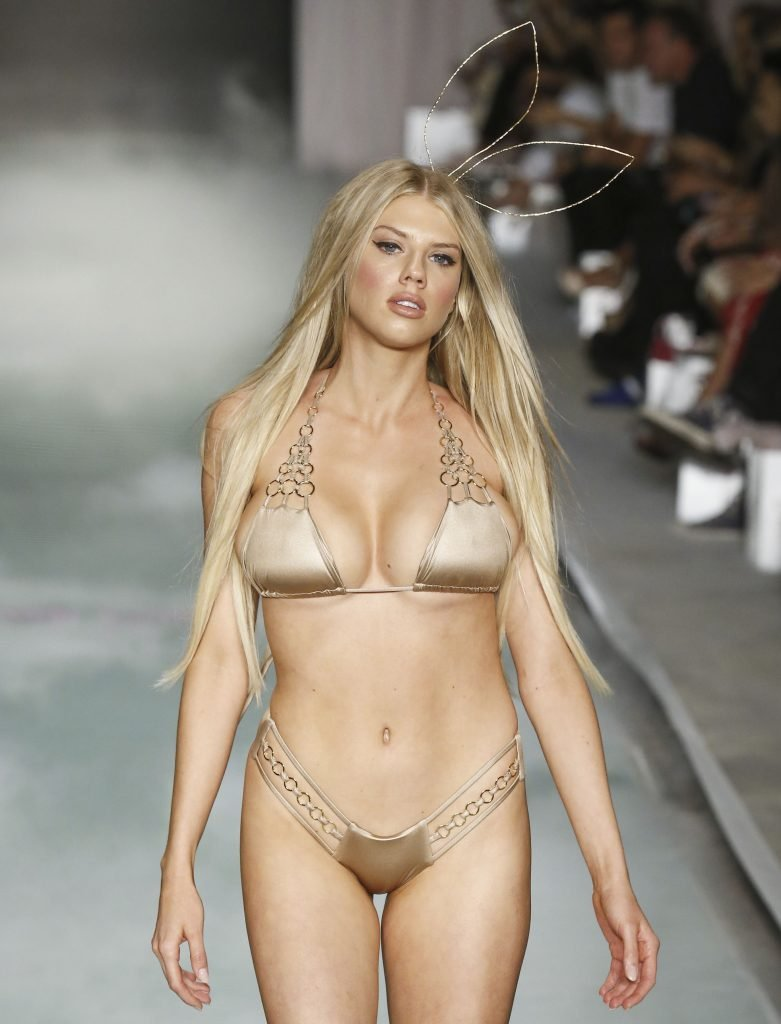 Charlotte McKinney (10 Hot Photos + Video & Gif)