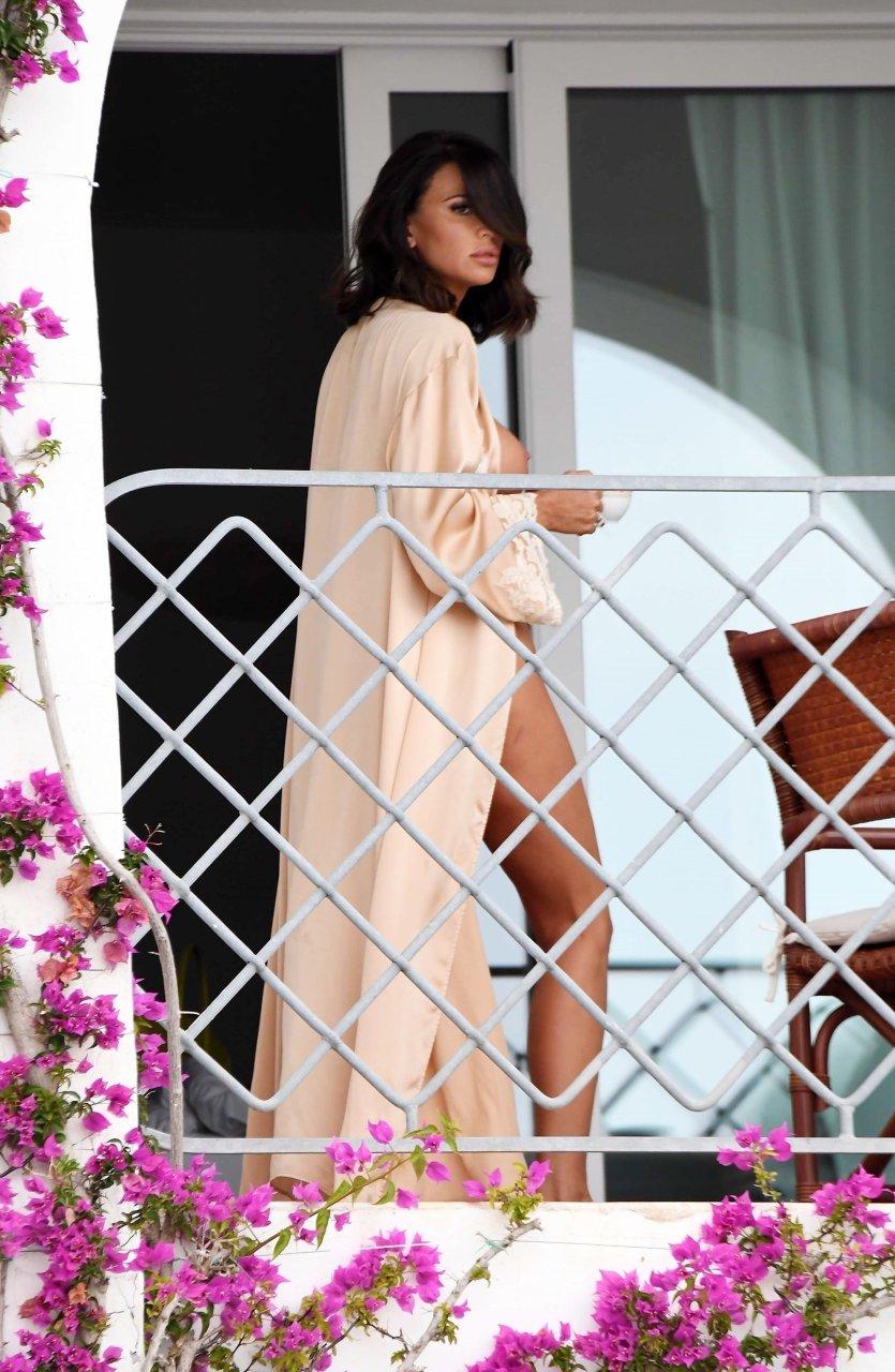 Клаудиа галанти топлес на балконе отеля - erot.io.
