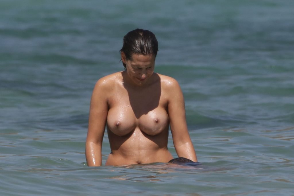 Clea-Lacy Topless (90 Photos)