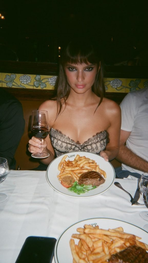 Emily Ratajkowski Sexy (30 Photos + Video & Gif)