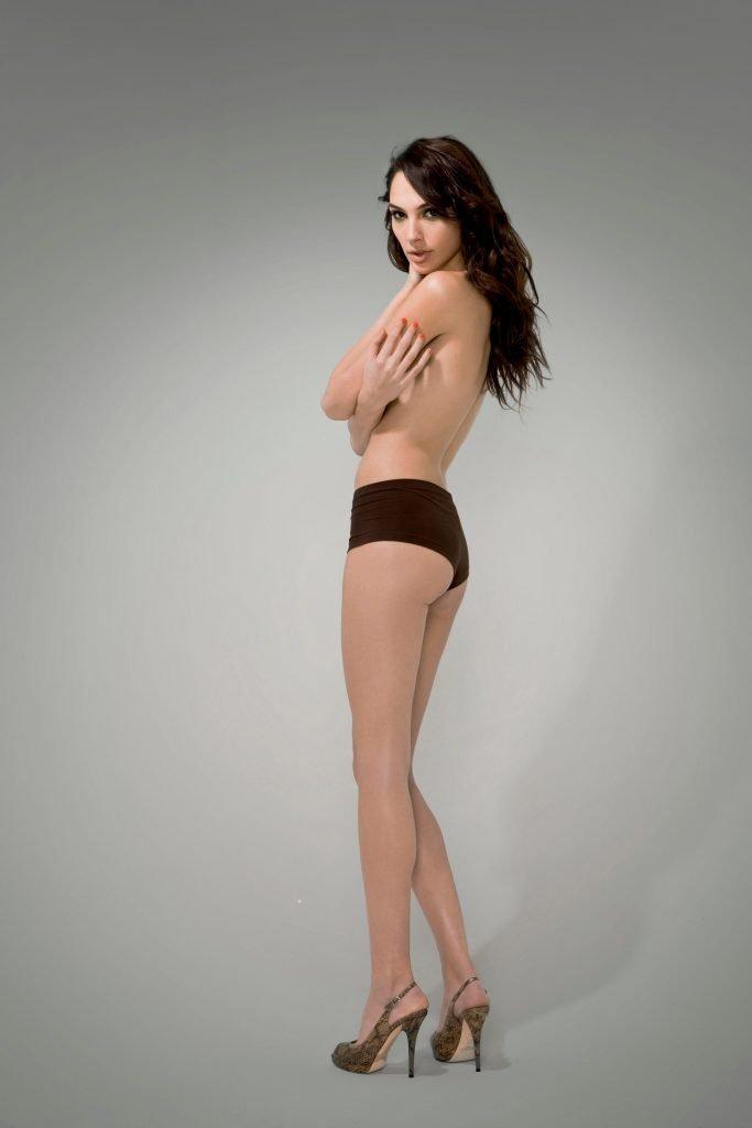 Gal Gadot Sexy (2 Photos)