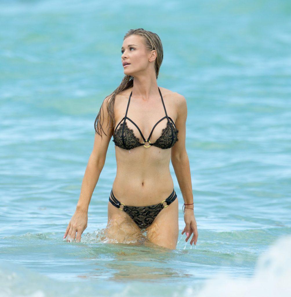 Joanna Krupa Sexy (29 Photos + GIFs)