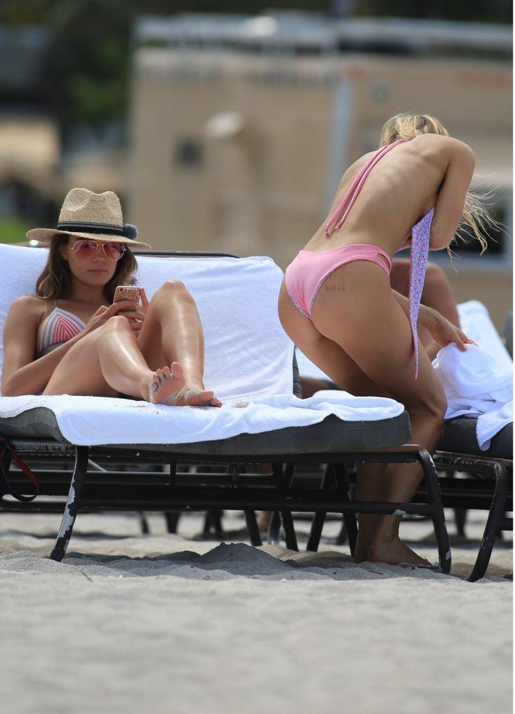 Joy Corrigan & Kristyna Schickova Sexy (127 Photos + GIFs)