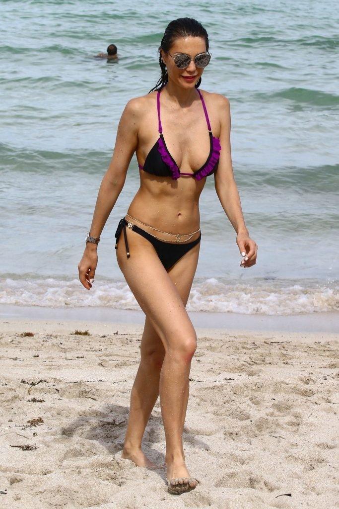 Julia Pereira Sexy (38 Photos + Gif)