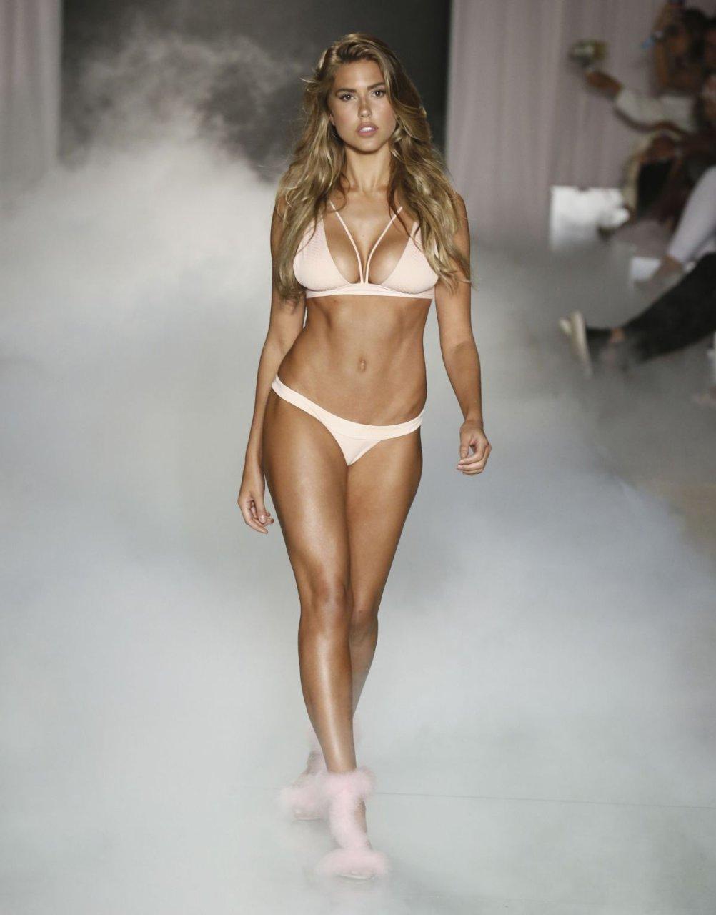 Sexy nude girls lahori