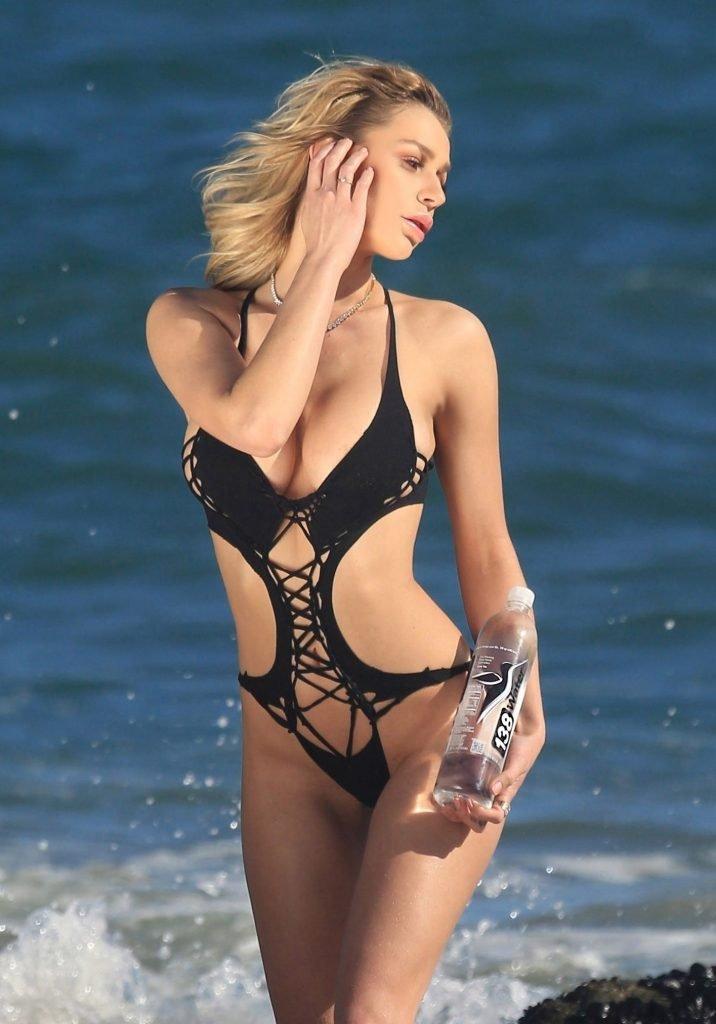 Kate Compton Sexy & Topless (40 Photos)