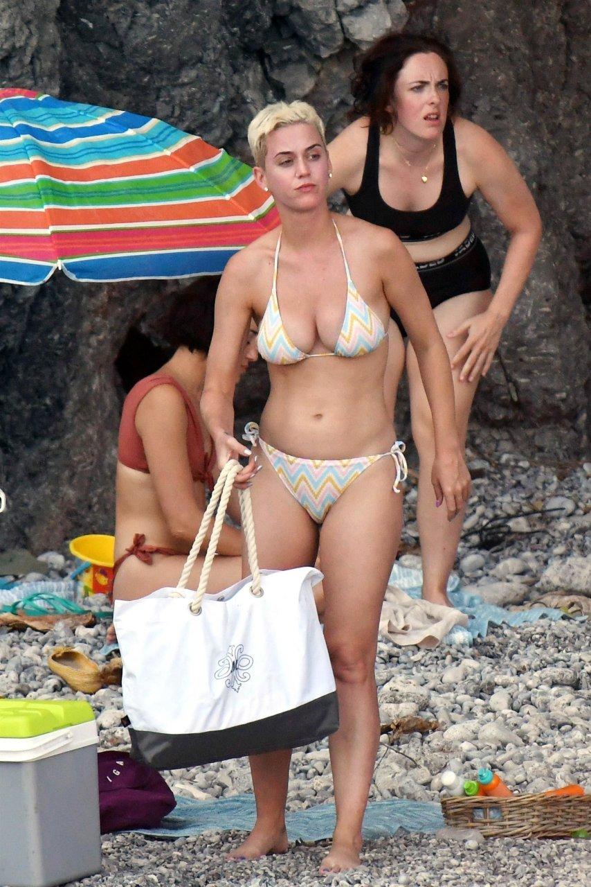 Katy perry bikini tits - 3 part 3