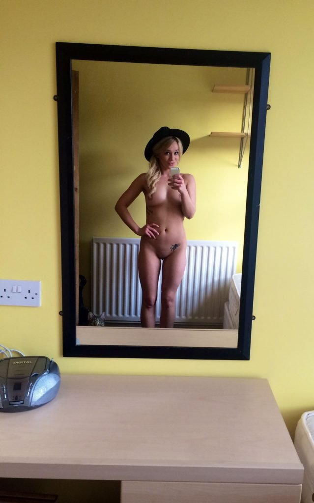 Kirsty-Leigh Porter Leaked (14 New Photos)