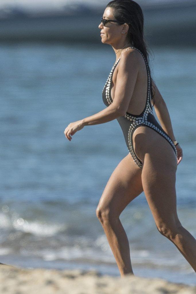 Kourtney Kardashian Sexy (160 Photos + Videos)