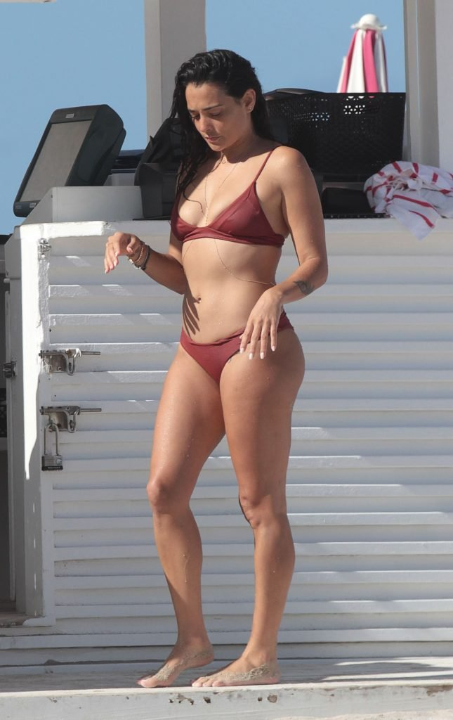 Natalie Martinez Sexy (19 Photos)