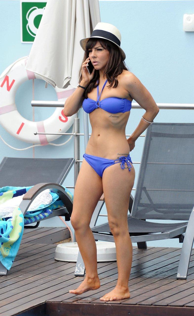 Amateur young bikini