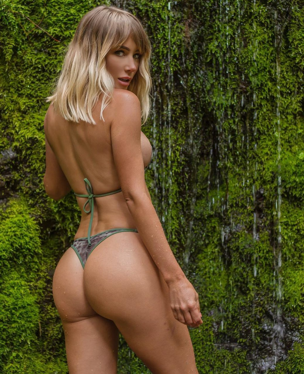 Sara jean underwood muse video. Lovely