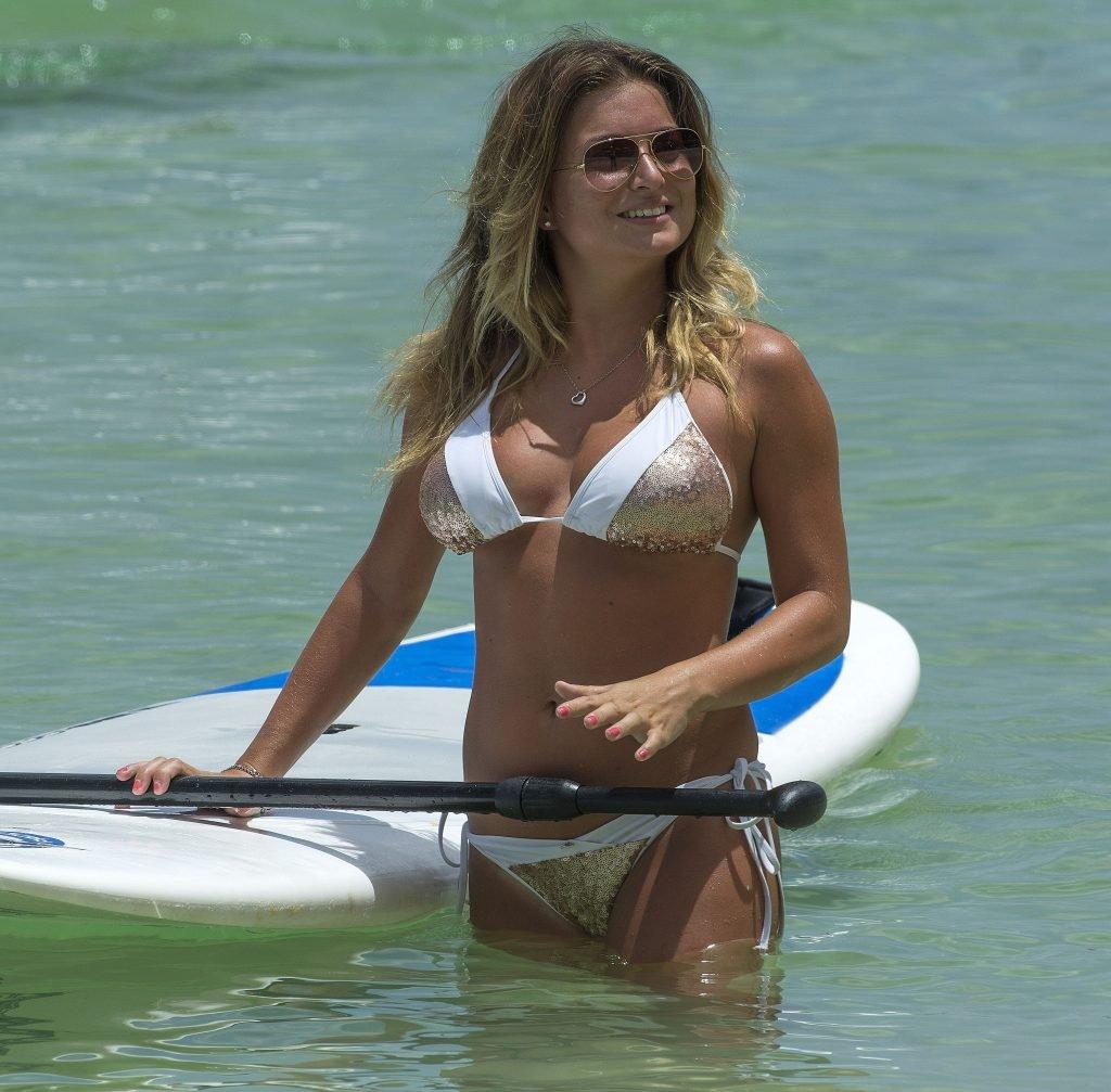 Zara Holland Sexy (37 Photos)