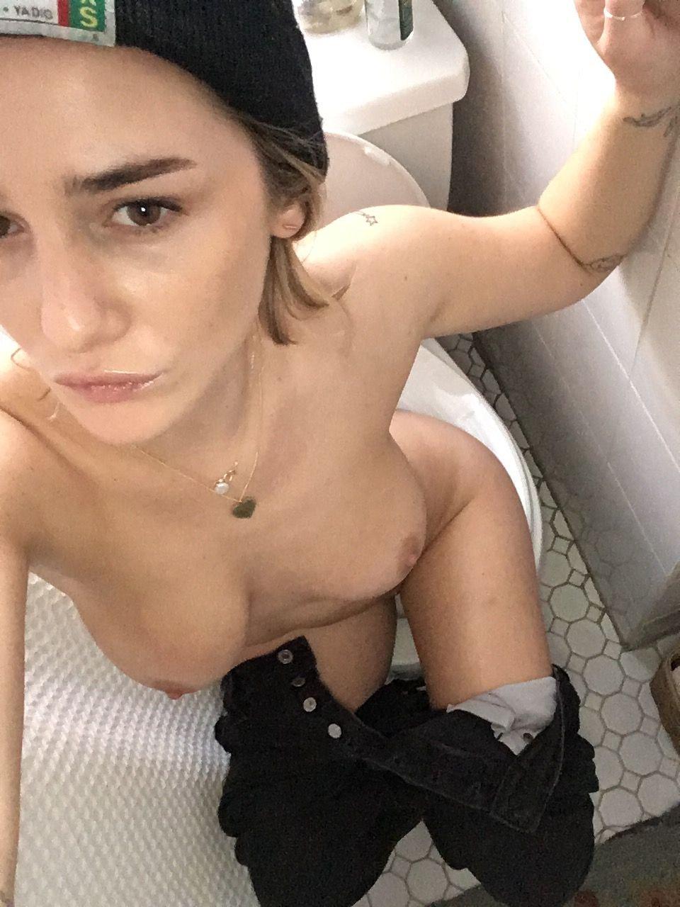 girl celebrity nude selfies