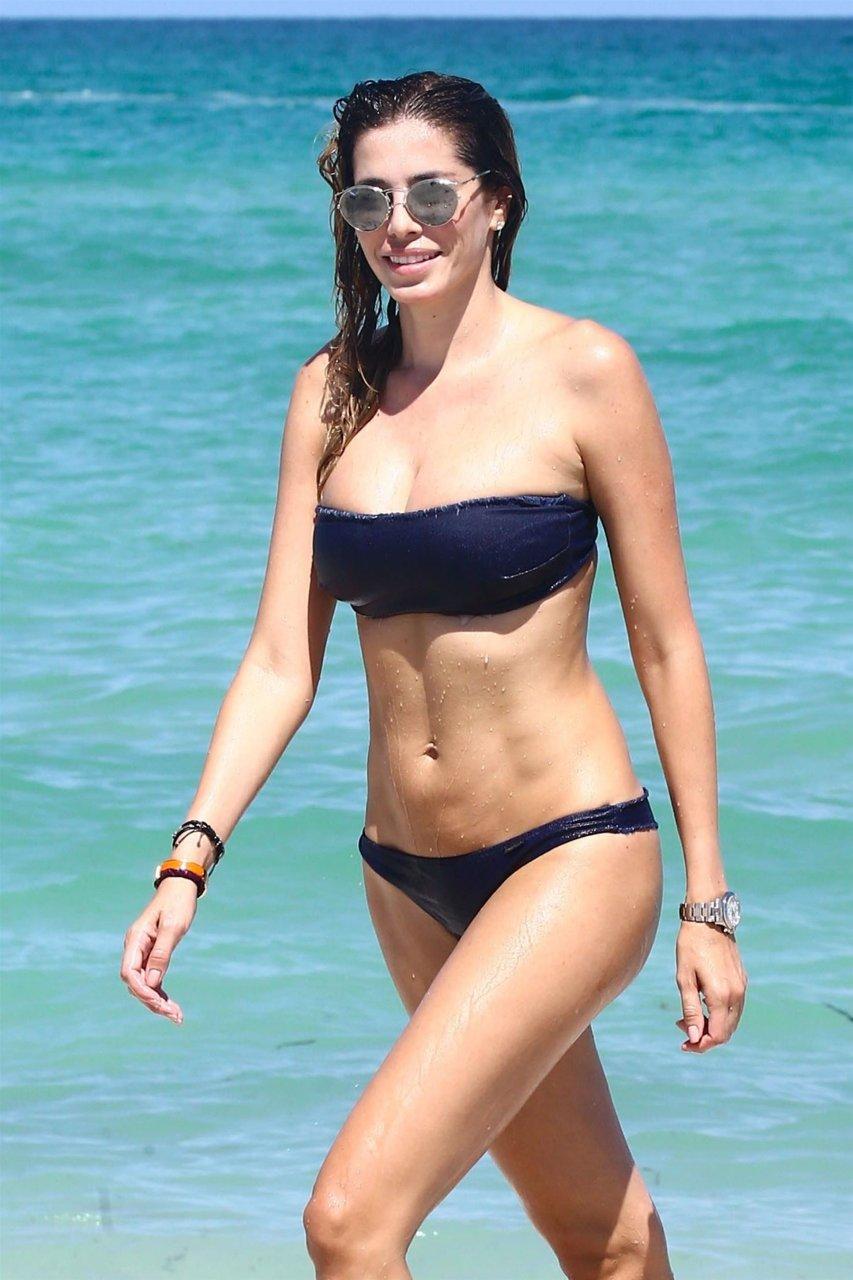 Nude posture study fat