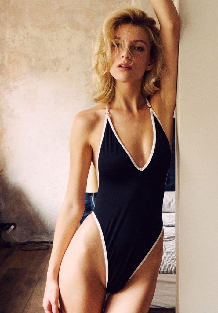Angela Olszewska Nude & Sexy (13 Photos)