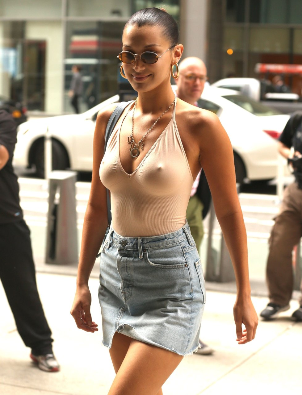 Candid No Bra Tits Bouncing In Her Shirt
