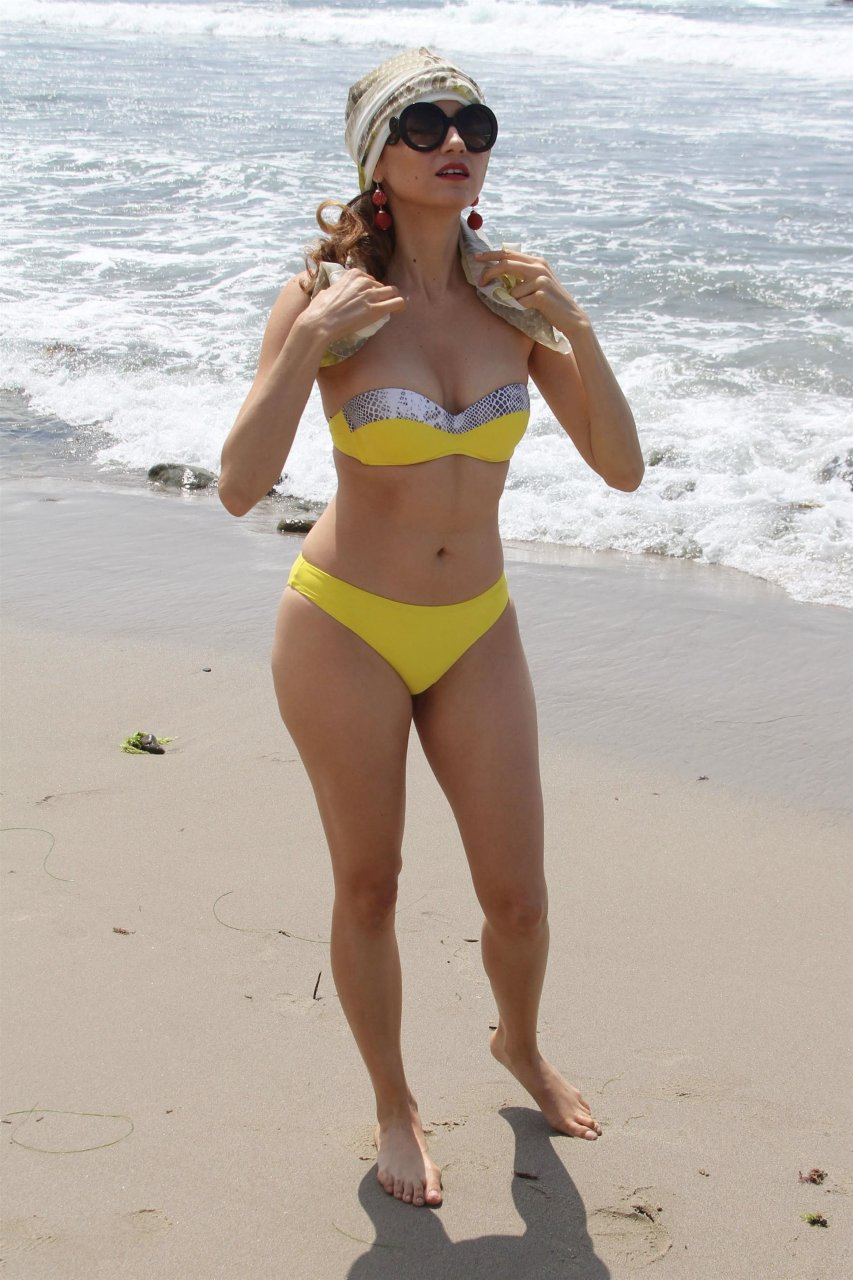 Yellow Sexy Teen Pic 17